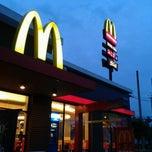 Photo taken at McDonald's & McCafé (แมคโดนัลด์ & แมคคาเฟ่) by jinny k. on 8/27/2011
