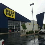 Photo taken at Best Buy by Martijn v. on 10/5/2011