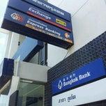Photo taken at ธนาคารกรุงเทพ สาขาภูเก็ต by Pongpon ร. on 9/13/2011