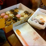 Photo taken at J.Co Donuts & Coffee by Vanny R. on 7/12/2012