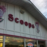 Photo taken at Scoops on Main by Quentin R. on 9/3/2011