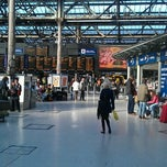 Photo taken at Edinburgh Waverley Railway Station (EDB) by Michael M. on 9/20/2011
