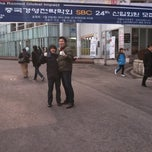 Photo taken at 고려대학교 중앙광장 펠리스 by 해인 정. on 2/17/2011