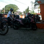 Photo taken at Kantor Pos Gorontalo 96100 by Iskandar D. on 10/4/2011