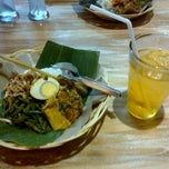 Photo taken at Bongkot Nasi Campur Khas Bali by Herry H. on 7/6/2012