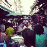 Photo taken at ตลาดตรอกหม้อ (Trok Mo Market) by Ultramankung. T. on 10/23/2011