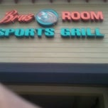 Photo taken at Bru's Room Sports Grill by Deejay on 2/8/2012