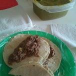 Photo taken at Tacos d.barbacoa El Guero by Pryn L. on 4/15/2012