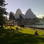 Photo taken at Royal Botanic Gardens by Alia U. on 5/13/2012