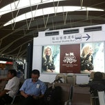 Photo taken at Delta Sky Club by 可爱的宝贝 on 6/9/2012