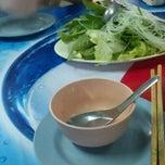 Photo taken at ป้าณา จุ่มแซ่บ by Kitti S. on 6/19/2012