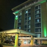 Photo taken at Holiday Inn by Henrique M. on 1/31/2012