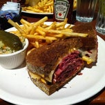 Photo taken at Reuben's Restaurant Delicatessen by Lee H. on 10/1/2011