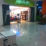Photo taken at Falabella by ale r. on 4/23/2012