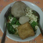Photo taken at Mie Ayam Pak Mien by angga p. on 3/11/2012