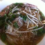 Photo taken at Pho Hoa Noodle Soup by Fukiko T. on 3/29/2012