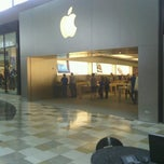 Photo taken at Apple Store, Brandon by Neil K. on 9/11/2012
