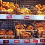 Photo taken at Tal Bagels by Isa L. on 5/29/2012