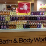 Photo taken at Bath & Body Works باث أند بادي ووركس by Evangeline H. on 7/4/2012