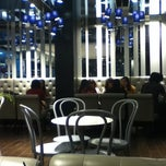 Photo taken at Paris Baguette by Tram N. on 4/10/2012