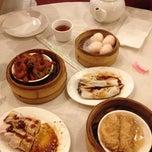 Photo taken at East Harbor Seafood Palace (迎賓大酒樓) by Karen H. on 6/3/2012