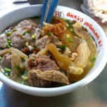 Photo taken at Bakso Jagalan 87 by ujieo c. on 3/21/2012