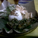 Photo taken at Bebek Goreng Pak Yogi by Yoel A. on 9/9/2012