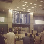 Photo taken at 인천국제공항 입국장 B (ICN Airport Arrival Exit B) by Hyung S. on 5/24/2012