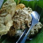 Photo taken at Pecel Madiun Pak Ambon by darius adi s. on 8/24/2012