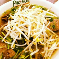 Photo taken at Pho Hoa by Leslie E. on 6/6/2012