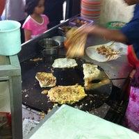 Photo taken at Restoran Noor by Syukri A. on 8/17/2012