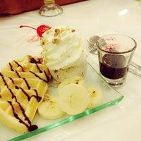 Photo taken at Swensen's by กระต่ายทะเลทราย ร. on 3/15/2012