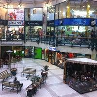 Photo taken at Mall Plaza Reñaca by  Jose F. on 8/15/2011