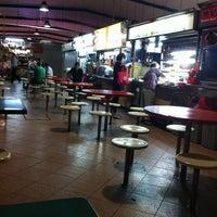 Photo taken at Pasar 16 @ Bedok (Bedok South Market & Food Centre) 栢夏坊 by Chris C. on 3/16/2011