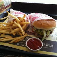 Photo taken at Fatburger by Bob A. on 8/26/2011