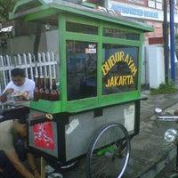 Photo taken at Bubur Ayam Jakarta gerobak ijo by Berda D. on 11/28/2011