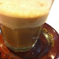 Photo taken at OldTown White Coffee by Tan L. on 3/30/2012