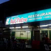 Photo taken at Pak Putra Tandoori & Naan Restaurant by Faeroz K. on 5/28/2012