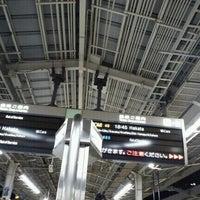 Photo taken at JR新大阪駅 21-22番ホーム by Mitsue on 12/23/2011