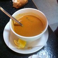 Das Foto wurde bei Dschungel Café von Michael Rajiv S. am 4/24/2012 aufgenommen