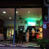 Photo taken at Tok Ayah Bakery (Roti Naik) by Shahrul Faizal on 10/25/2011