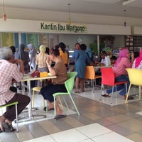 Photo taken at Kantin RS Pelni by Riri I. on 8/29/2012