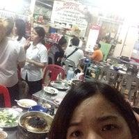 Photo taken at พรสว่างเนื้อย่าง by porry s. on 5/12/2016