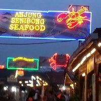 Photo taken at Senibong Village Seafood by Uzaidi U. on 5/14/2013