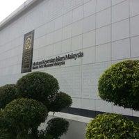 Photo taken at Muzium Kesenian Islam by Uzaidi U. on 11/21/2013
