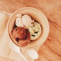 Photo taken at Van Leeuwen Artisan Ice Cream by Linda C. on 6/3/2015