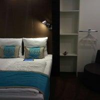 Photo taken at Motel One Berlin-Bellevue by Krzysztof D. on 10/23/2012