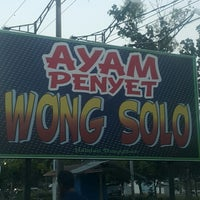 Photo taken at Ayam Penyet Wong Solo by Asmen A. on 1/23/2015