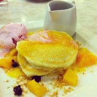 Photo taken at Paddington House of Pancakes by Wi Wen L. on 12/25/2012