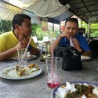 Photo taken at Nasi Padang Warung 45 by Hasliza on 5/30/2016
